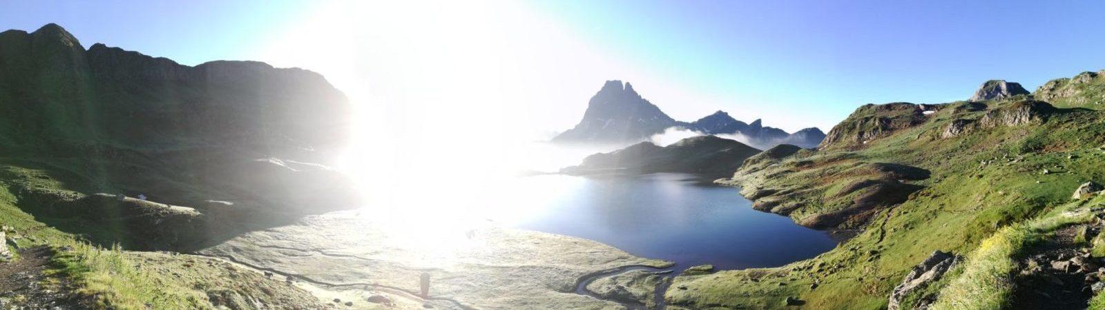 montagne brume soleil